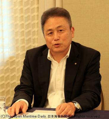 会見する伊藤会長