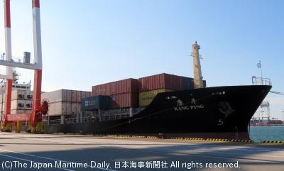 博多港に初入港したコンテナ船「カングピング」