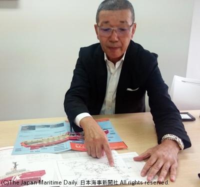 救助活動のルートを説明する井上社長