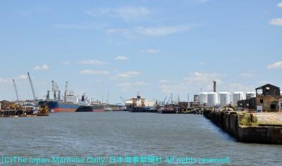多くの商船が行き交うヒューストンシップチャンネル