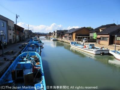 「海のある風景」新湊漁港にそそぐ内川の風景