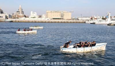 熱戦を繰り広げた神戸港カッターレース