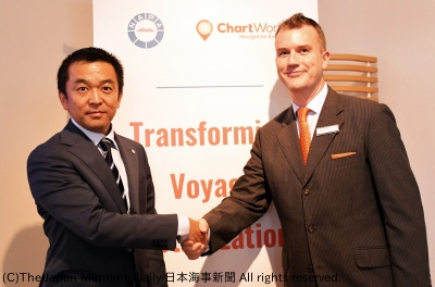 NAPAジャパンの水谷社長(左)とチャートワールドジャパンのギャリ代表取締役