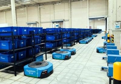 クイックトロンのAI物流ロボット。1日10万件の出荷にも対応