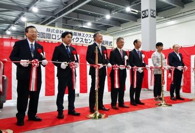 NGLCの開所式(右から3人目が谷村社長、同4人目が岡藤会長)