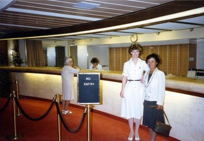 「ロイヤル・プリンセス」のレセプションにて(ディプティー・パーサーのスーザン・ジョーンズ氏(右から2人目)と)