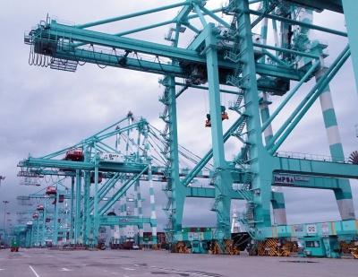 マレーシア・タンジュンペラパス港