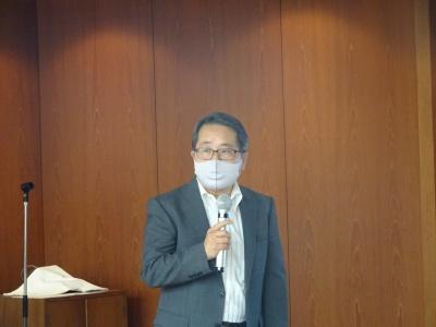 講演する流通科学大の森隆行教授