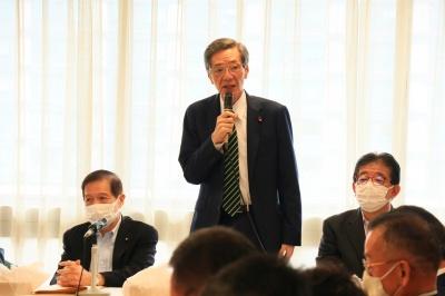 予算獲得に向けて決意表明する港湾議連の竹下会長