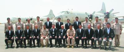 P3C哨戒機の前で(13年9月)