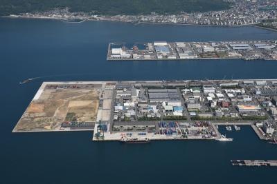 「東南アジアとのコンテナ航路の新設」も提言された高松港