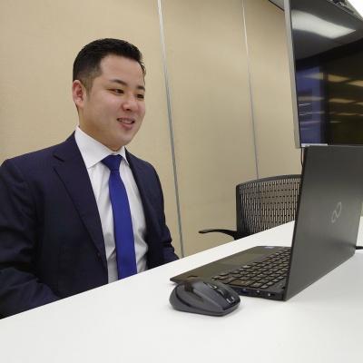 オンラインで講演する仁井弁護士