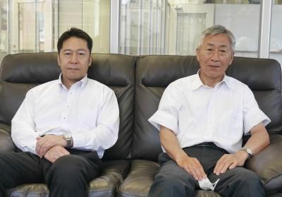 〆野代表取締役(右)と坂本営業部長