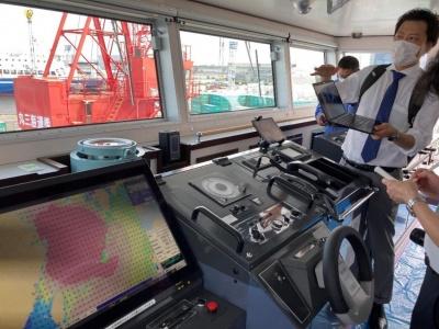 丸三海運の「島風」へのシステム導入の様子