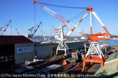 超大型コンテナ船を連続建造している第三建造ドック