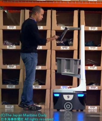 ロボッ卜で庫内作業を支援(米テネシー州の倉庫で)