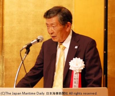 あいさつする松浦会長
