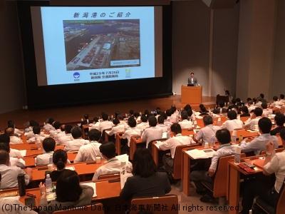 新潟港セミナー/13年ぶり東京開催。200人参加。太平洋港補完機能の優位性強調(3面)