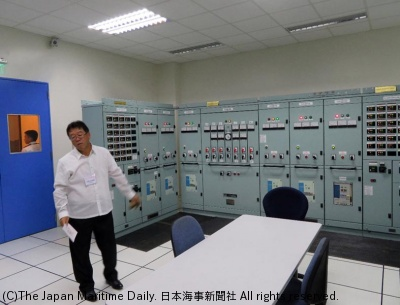 Mr.Okazaki explains an actual training center equipment.