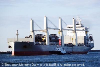 苫小牧港に入港する「テン・ルー」