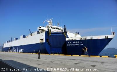 北九州港太刀浦第2CTに入港した「RORO力メリア」(1日)