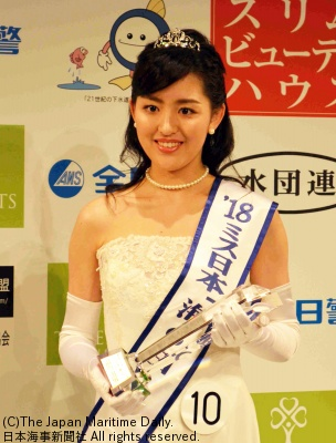 ミス日本「海の日」山田麗美さん
