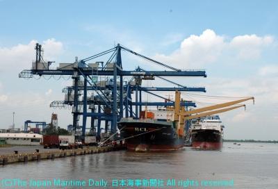 ホーチミン港は混雑でパンク状態に陥っている(写真はカトライターミナル)